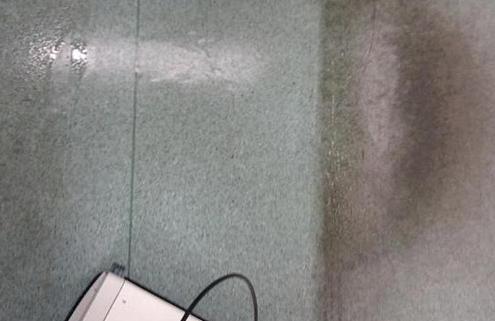 Linoleumböden maschinell reinigen